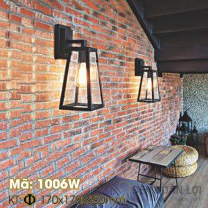 Đèn vách: Mẫu đèn vách khung sắt hình thang trang trí quán cafe Mã 1006W