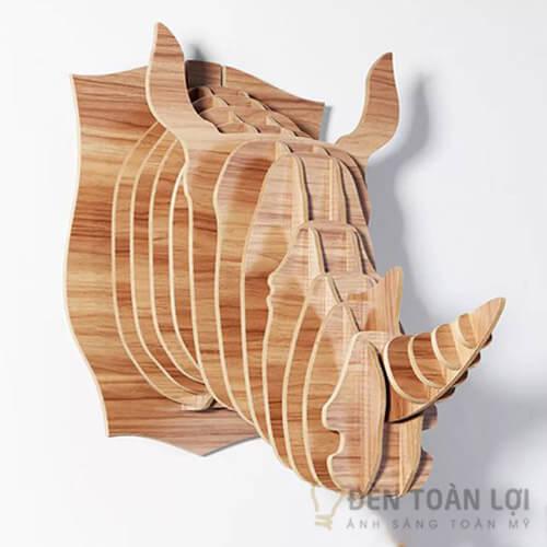 Đèn gỗ Mẫu đèn đầu tê giác trang trí phòng khách vô cùng ấn tượng (1)