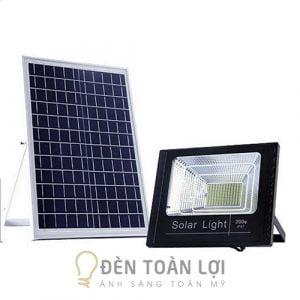 Image-2-Mẫu-đèn-pha-năng-lượng-mặt-trời-200W-giá-rẻ-Toàn-Lợi